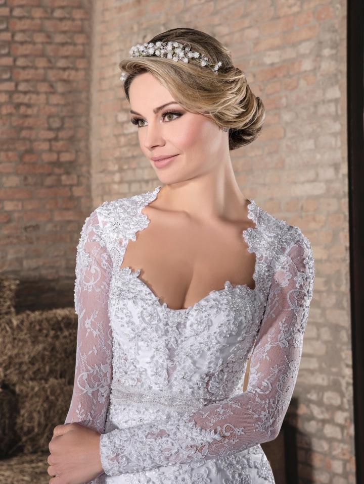 6c9e1eac98 E não é porque você vai casar no civil que vai dispensar seu vestido de  noiva. Pensando nisso a Via Sposa traz dentro de suas coleções