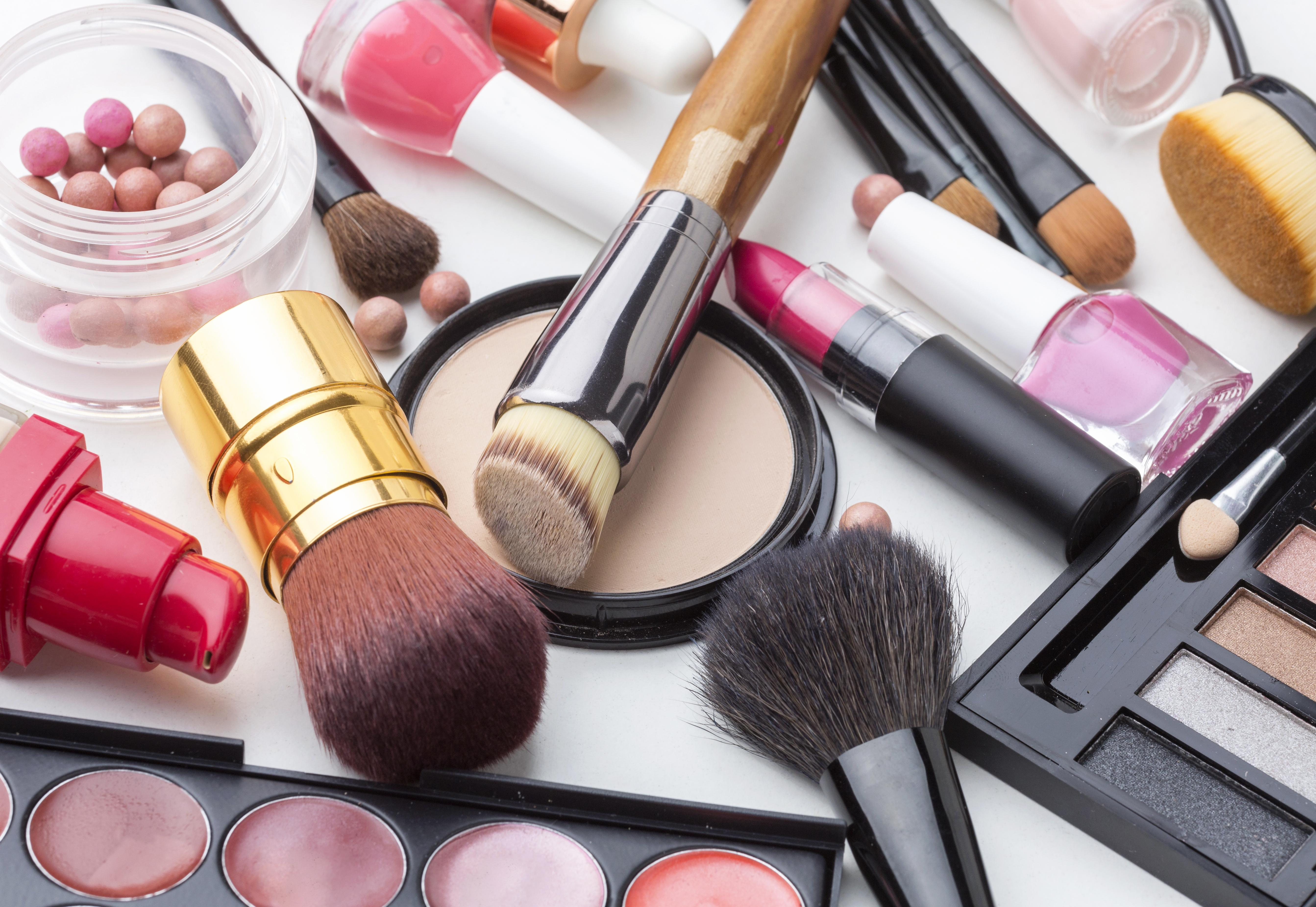close-up-collection-of-make-up-and-beauty-products